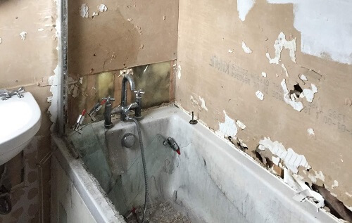Bathroom remodelling process - demolishion and strip out